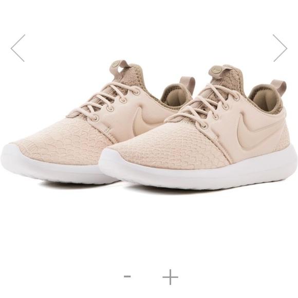 b538d8000315 Nike Roshe Two Oatmeal Khaki Olive White. M 5acc3a3d2ab8c54b40a16786
